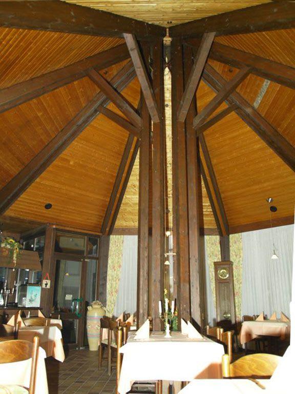 Restaurant mit hohen decken Holzdecke vorher
