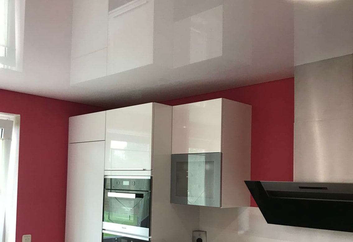 Deckenstudiojenß installiert Spanndecken in Küchen