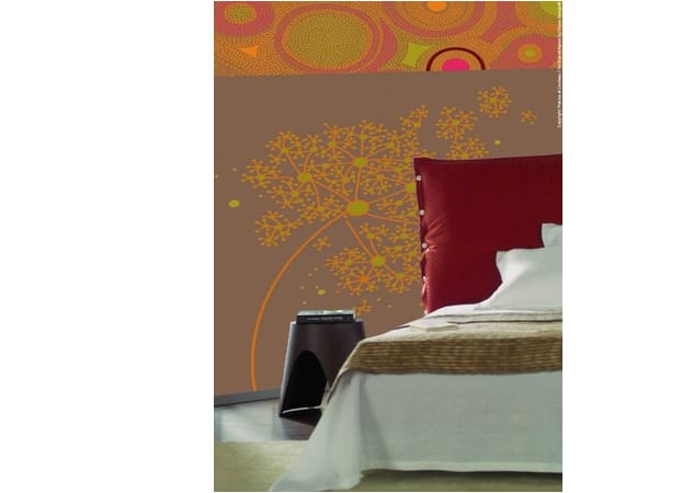 Schlafzimmer in orange roten Tönen mit warmer Spanndecke