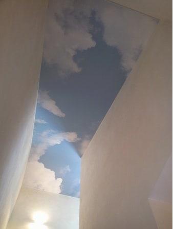 Wolkenhimmel im Flur entspannt ankommen dank Seibel Spanndecken