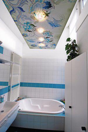 Druck mit Beleuchtung im Badezimmer bunte gemusterte Spanndecke