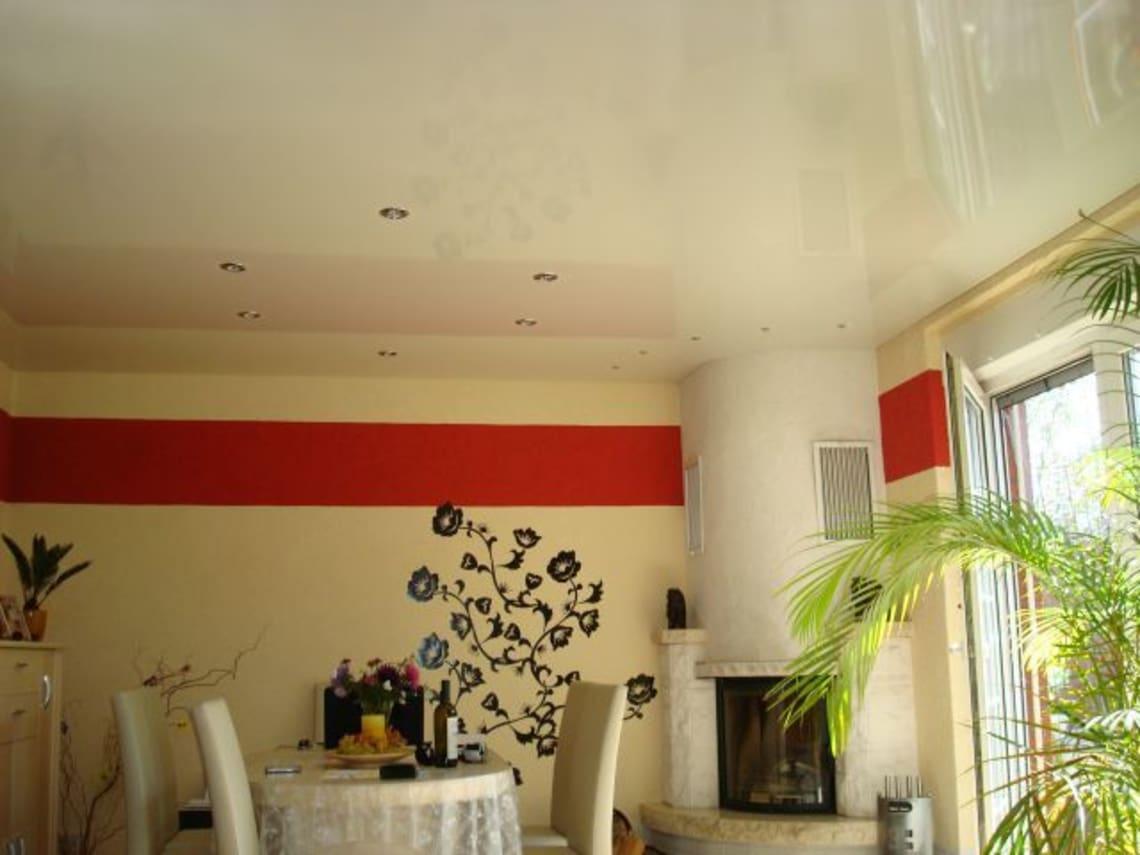 Deckenstudiojenß installiert Spanndecken im Wohnzimmer