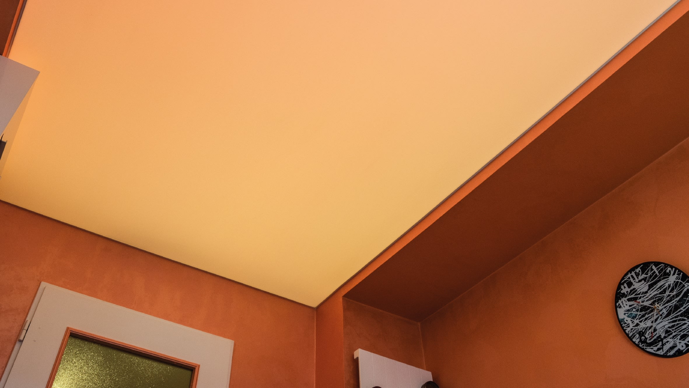 Auch weiß lässt sich einstellen, hier sollte die Decke aber zur Wand passen.