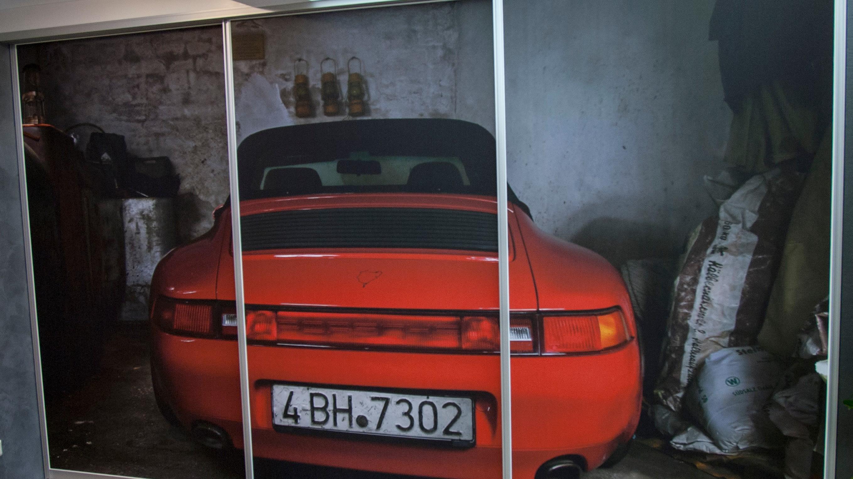 Bedruckte Schiebetüren Druck mit rotem Auto