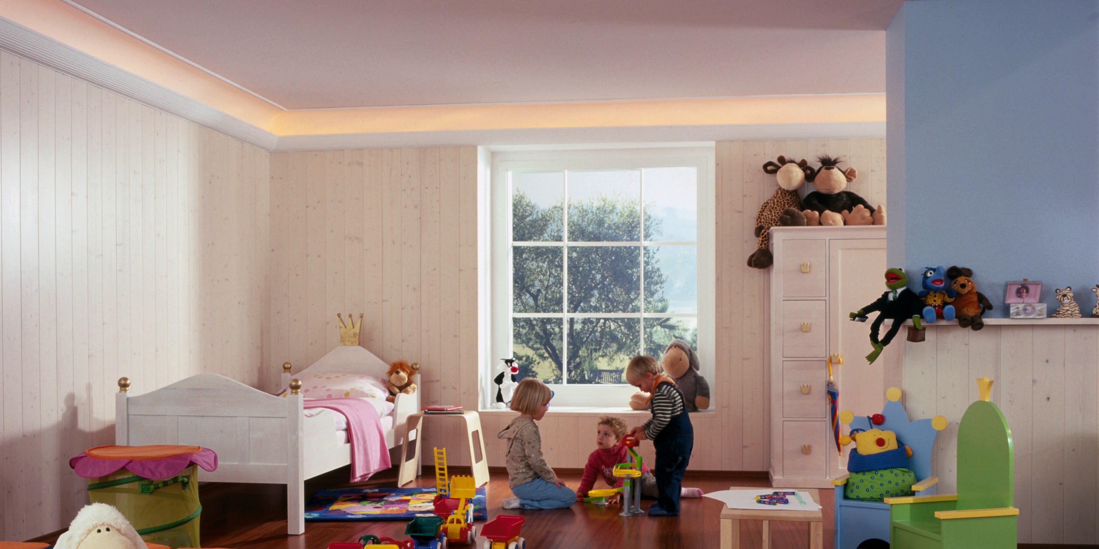 Kinderzimmer mit Kindern und Clipso Spanndecken und Spielzeug