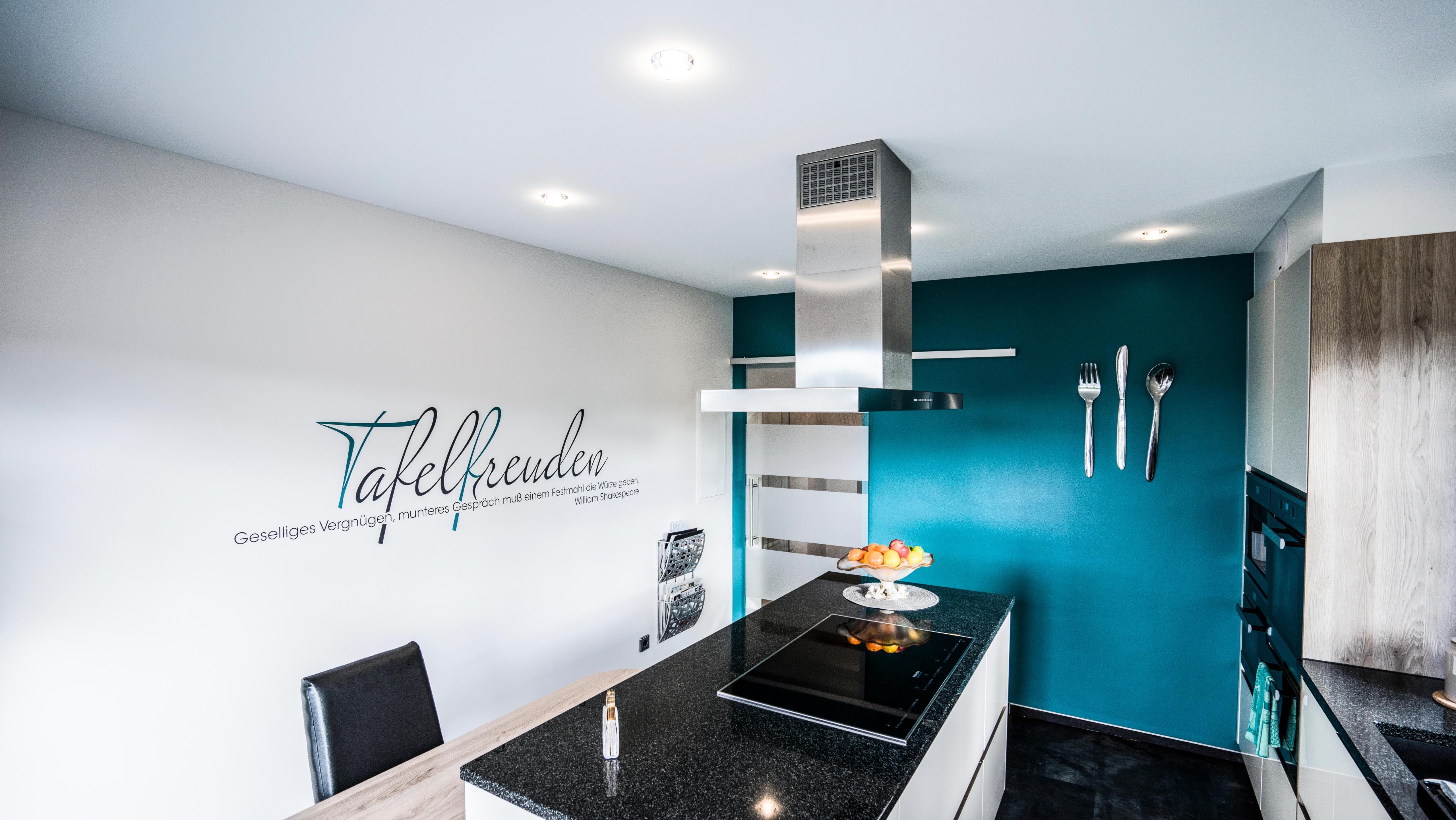 Clipso Standard Küche Türkis mit Wandspruch