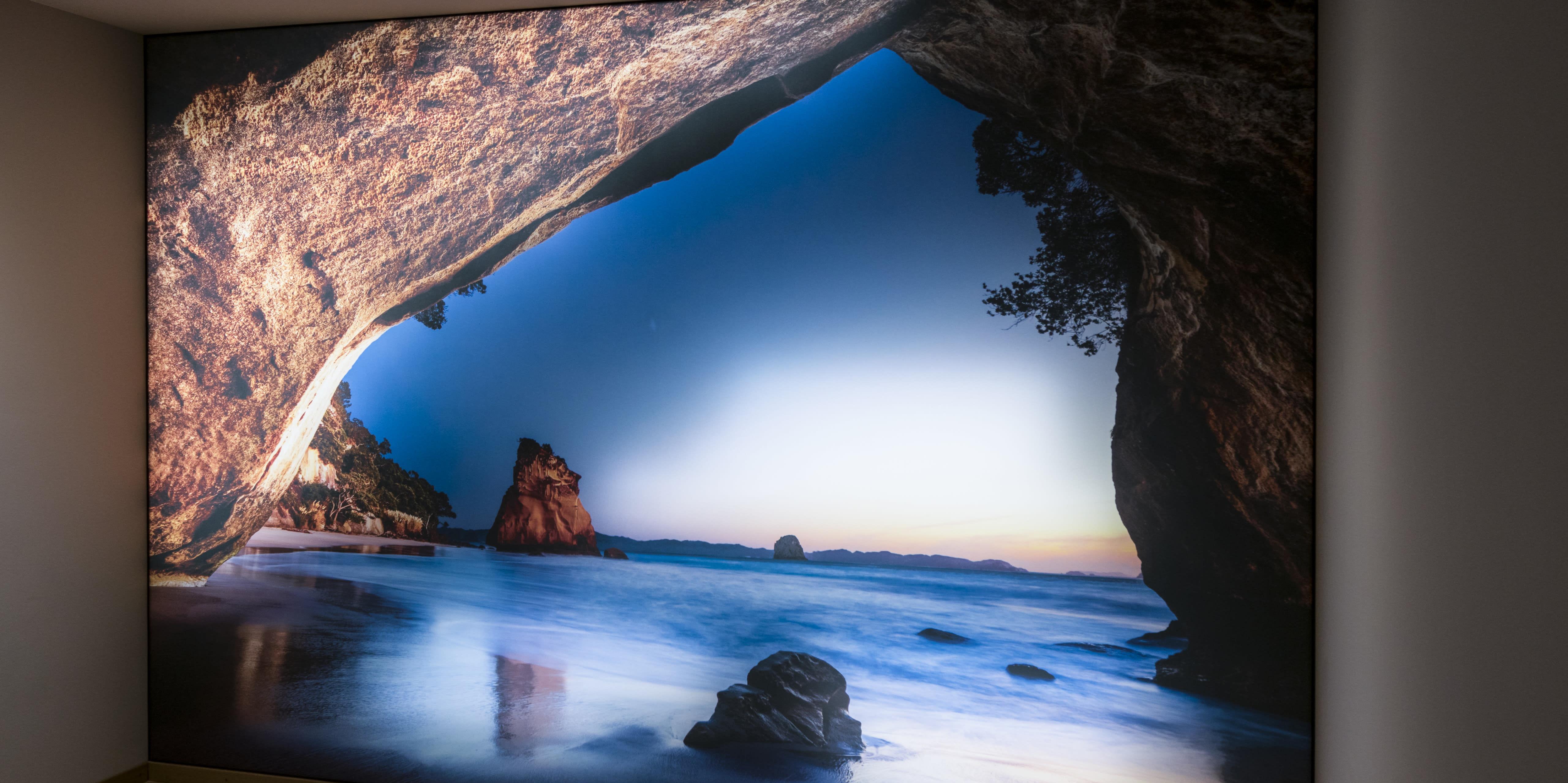 Höhle Bedruckte Wand von hinten beleuchtet