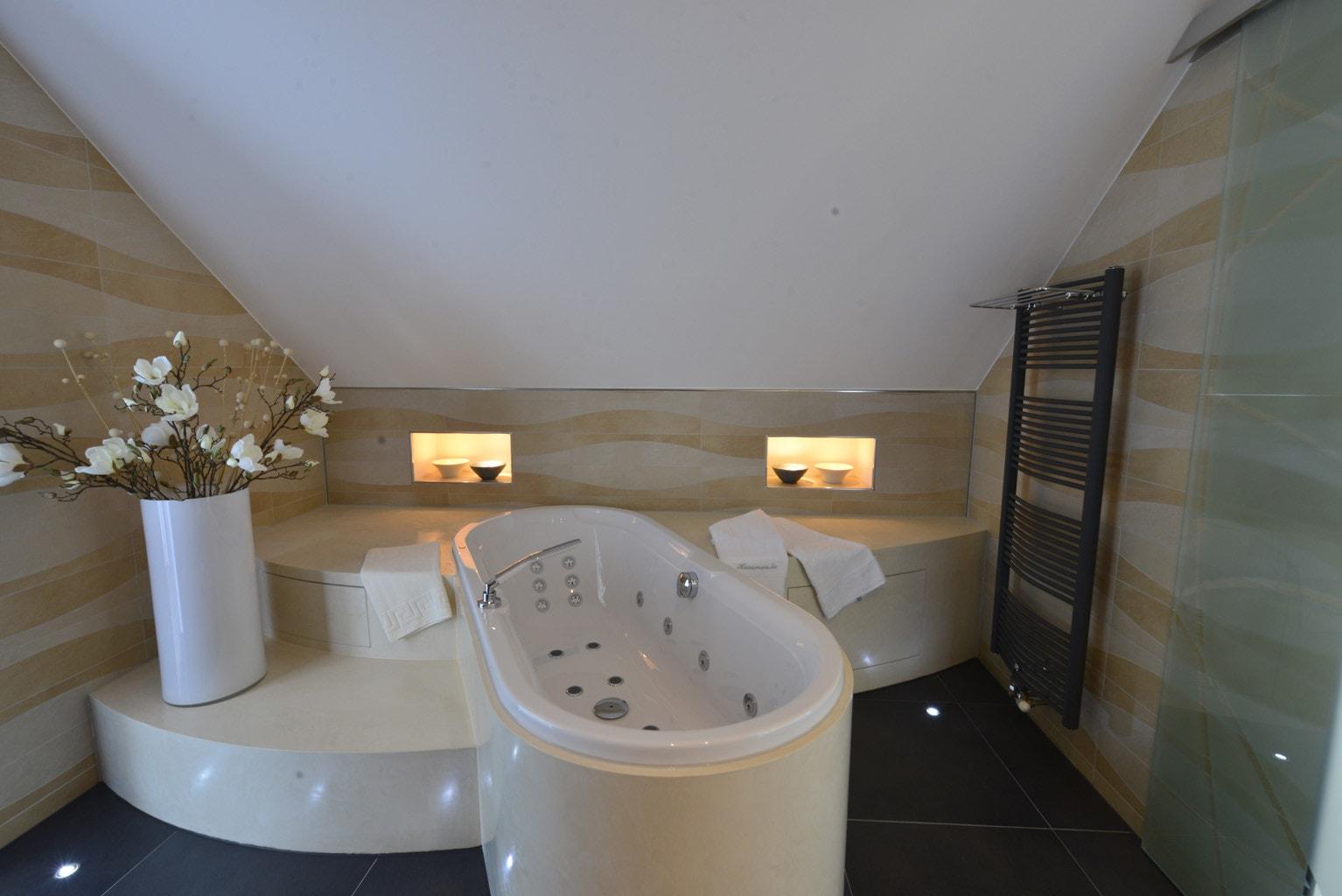 Clipso Spanndecken mit Beleuchtungseinheiten im Badezimmer