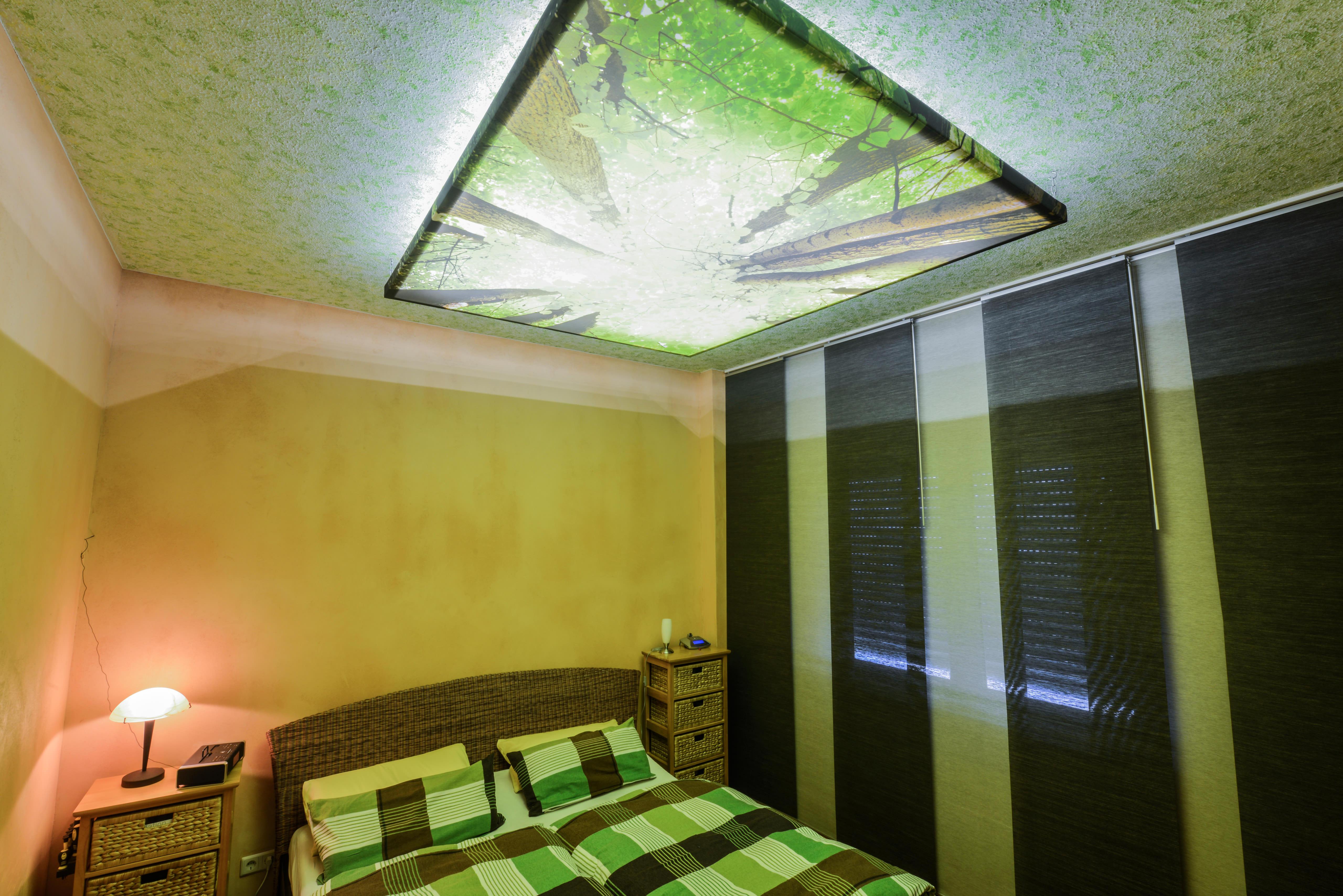Privates Schlafzimmer mit Clipso Print Licht an
