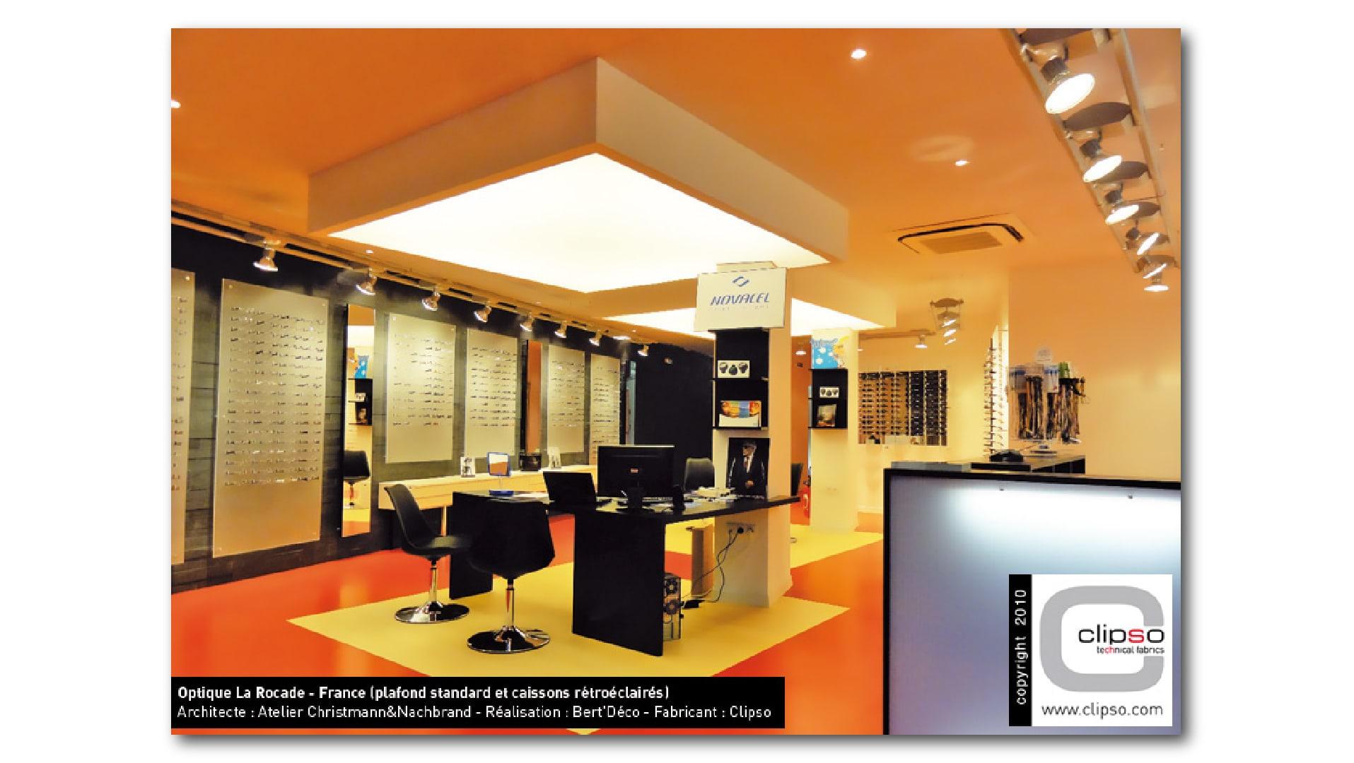 Verkaufsraum_Standard Deckenbespannung_und_flächig hinterleuchteten Lichtdeckenelementen