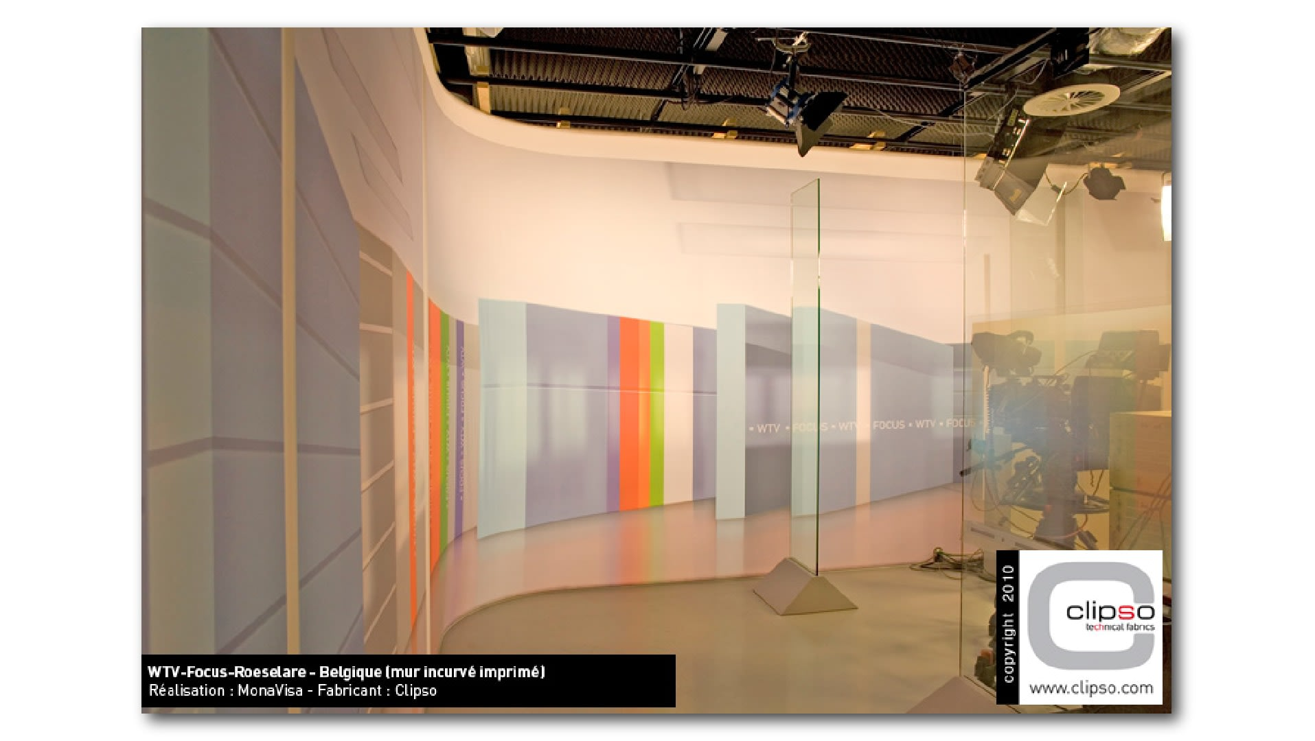 Wandgestaltung-im-Fernsehstudio-mit-flächig-bedruckter-Wandbespannung-01_aj6kci