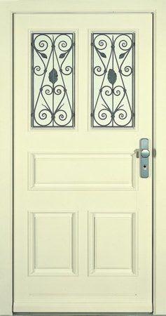 24 Haustür hellgelb mit Fensteru und Gitter davor