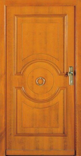41 braune Haustür hell mit goldem Ring zum Klopfen