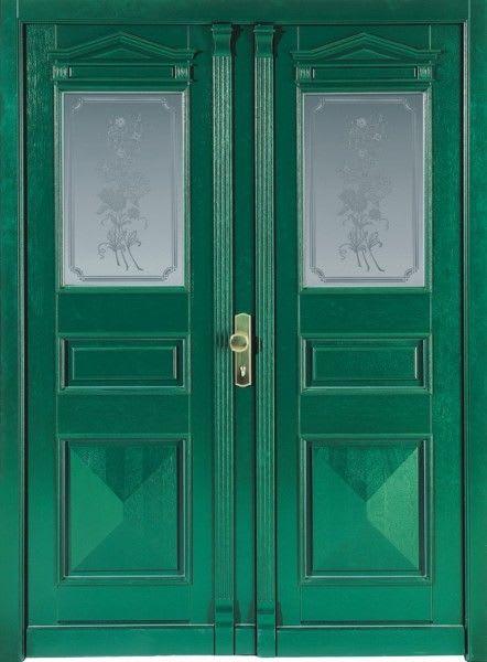 74 Waldgrüne Haustür mit zwei Türen und Glas mit Blumen