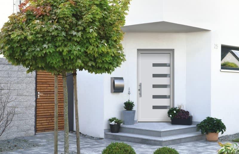 weißes Haus weiße Tür Hausnummer 25