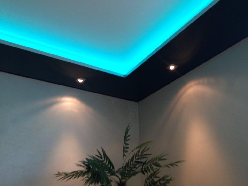 Ausstellungsraum CILING Spanndecke Ecke blau