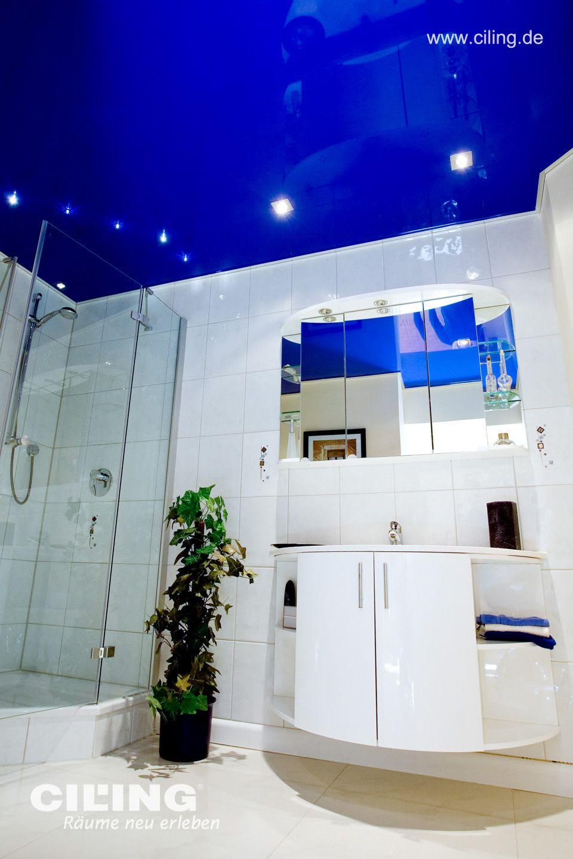 Badezimmer in hochglanz dunkelblau mit schönen Einbaustrahlern