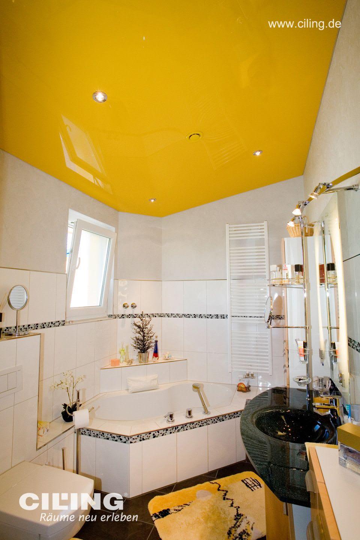 Badezimmer in hochglanz gelb mit runden Einbaustrahlern