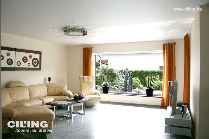 Galerie Wohnzimmer weiße Spanndecke beiges Sofa
