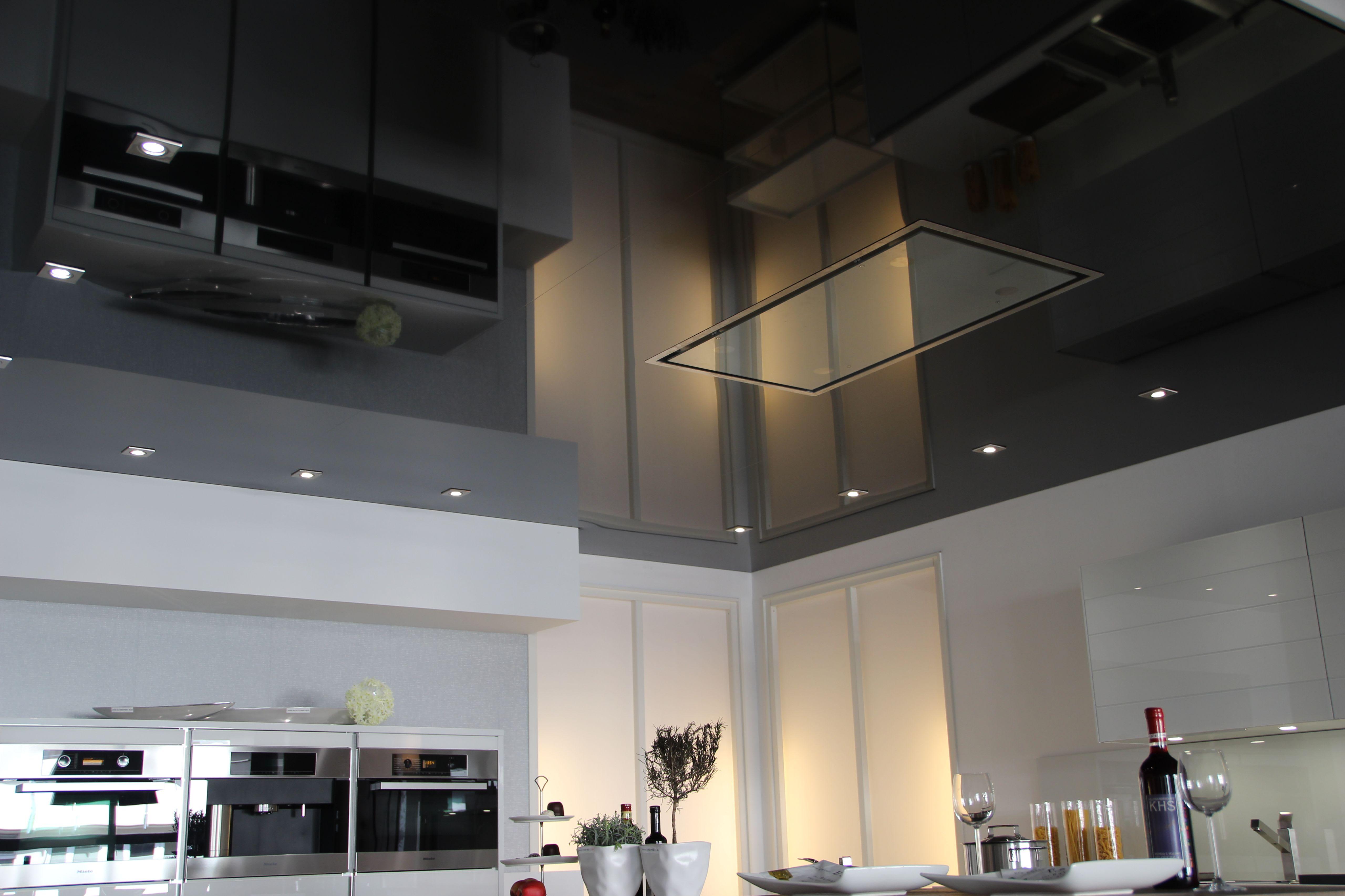 Galerie Ausstellungsräume graue hochglanz Spanndecke Beleuchtung 2