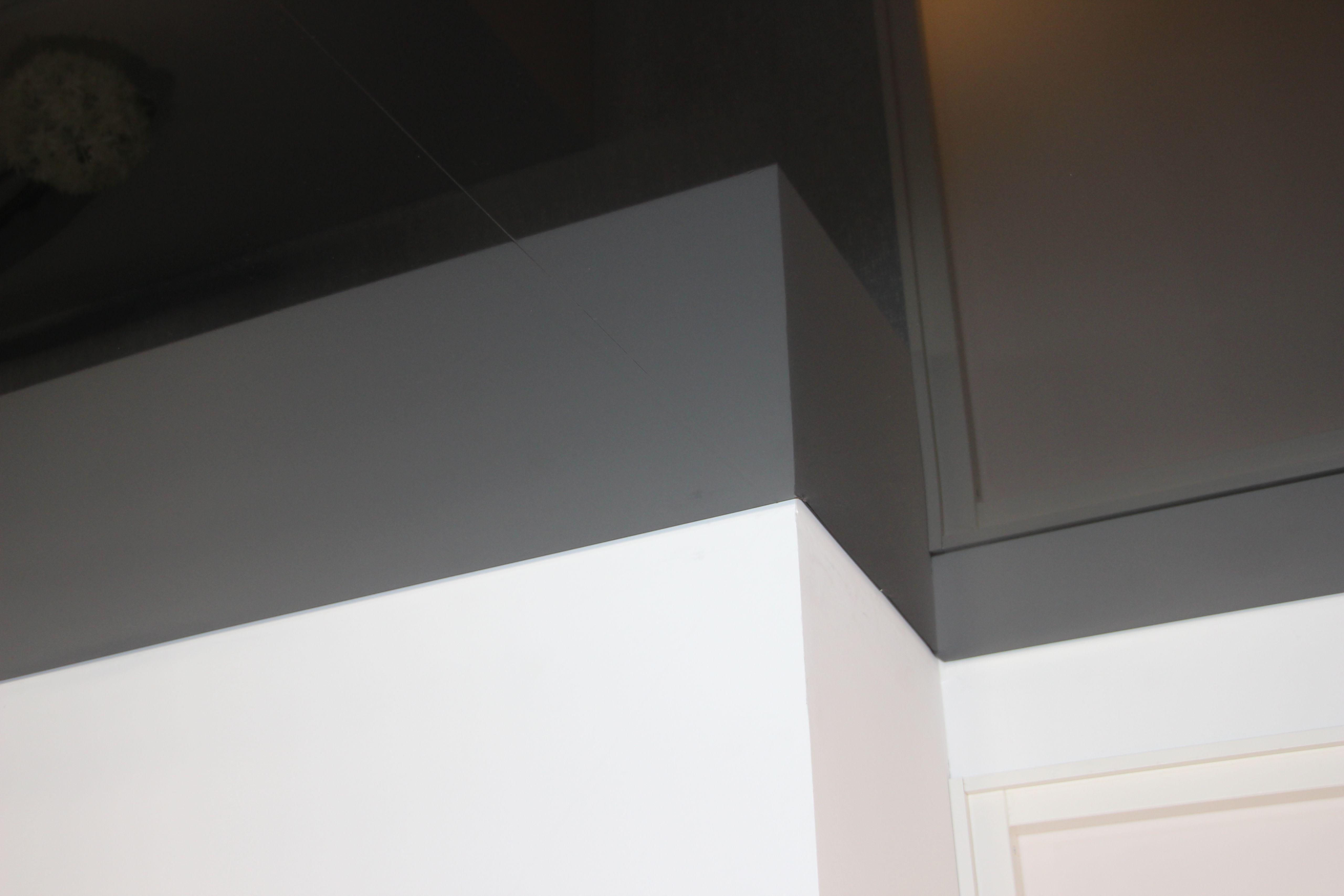 Galerie Ausstellungsräume graue hochglanz Spanndecke Ecke 4
