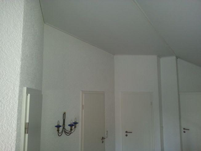 Galerie Flur weiße Spanndecke Türen 4