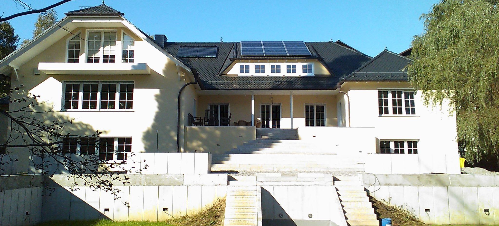 Startseite Banner großes Haus viele Treppen