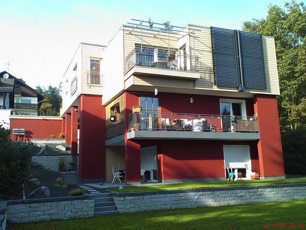 Rotes Hause mit Wärmedämmung Isolierung für Fassaden