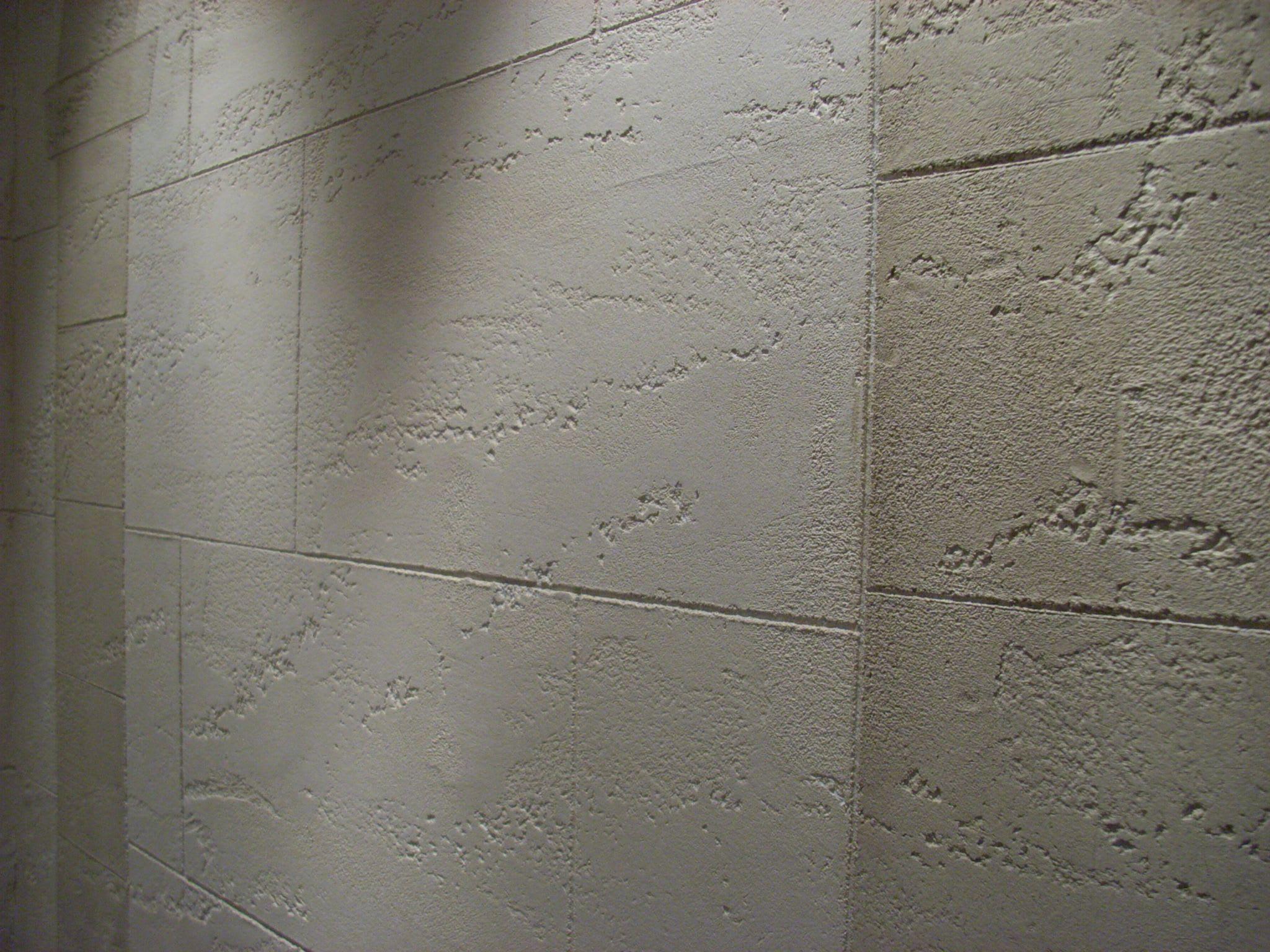 Steinimitation weiße Steinwand rau Fließen