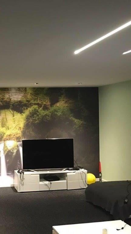 Bedruckte Spanndecke im Wohnzimmer