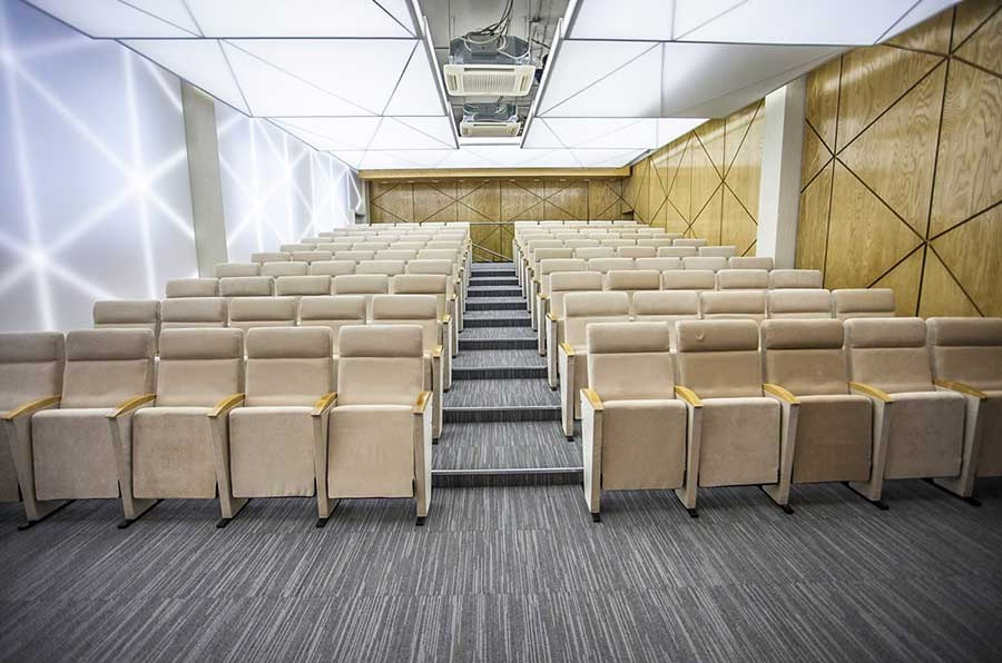 Transluzente Decke im Hörsaal