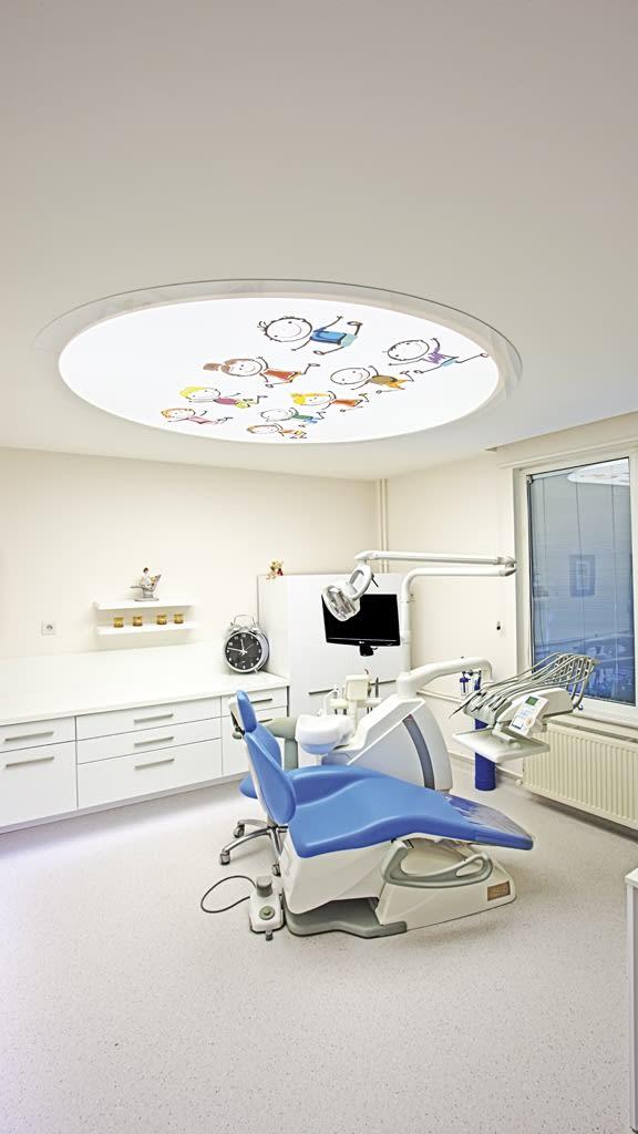 Rundes bedrucktes Lichtfeld bei einem Zahnarzt