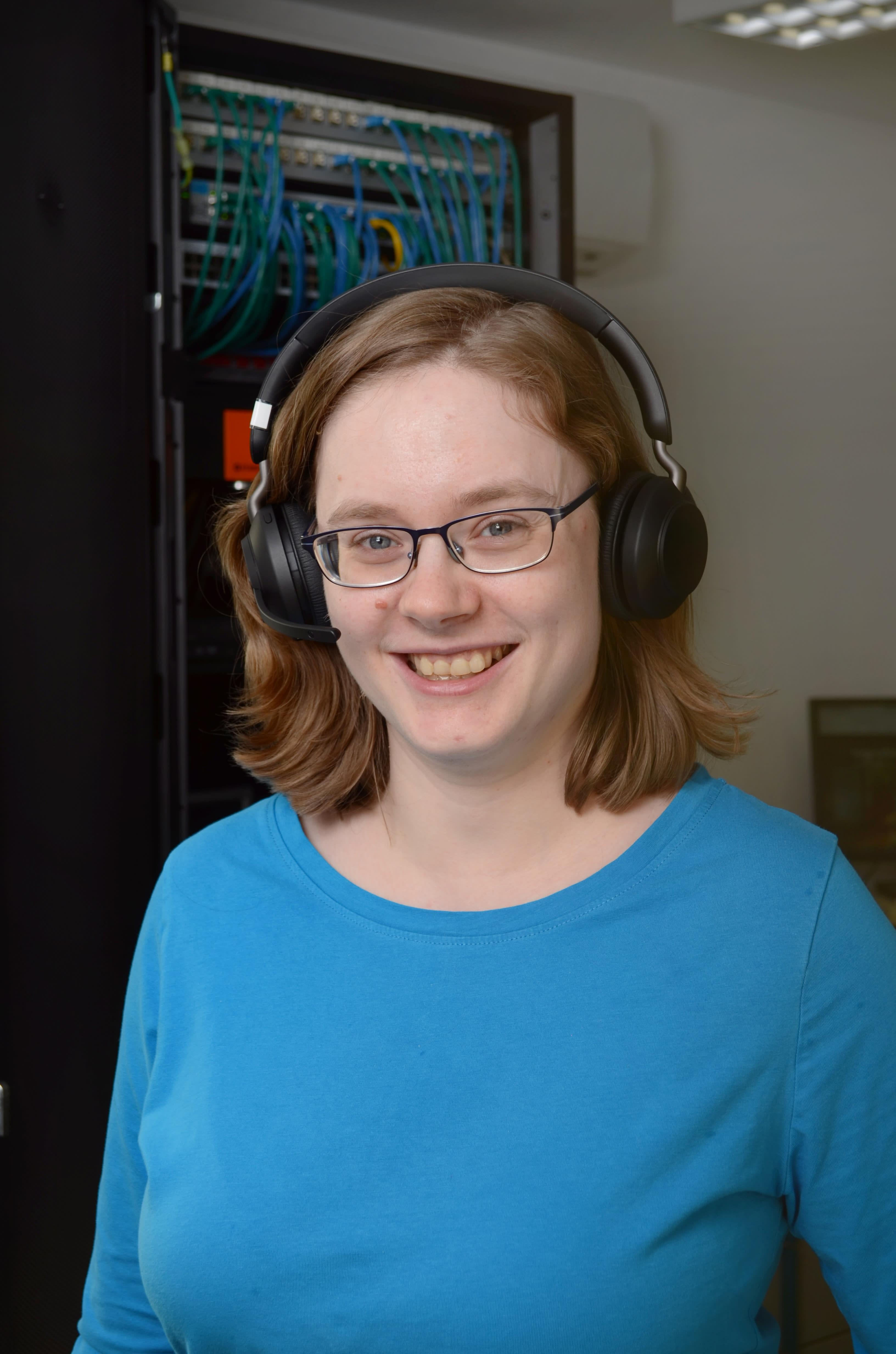 Franziska Bild mit Headset