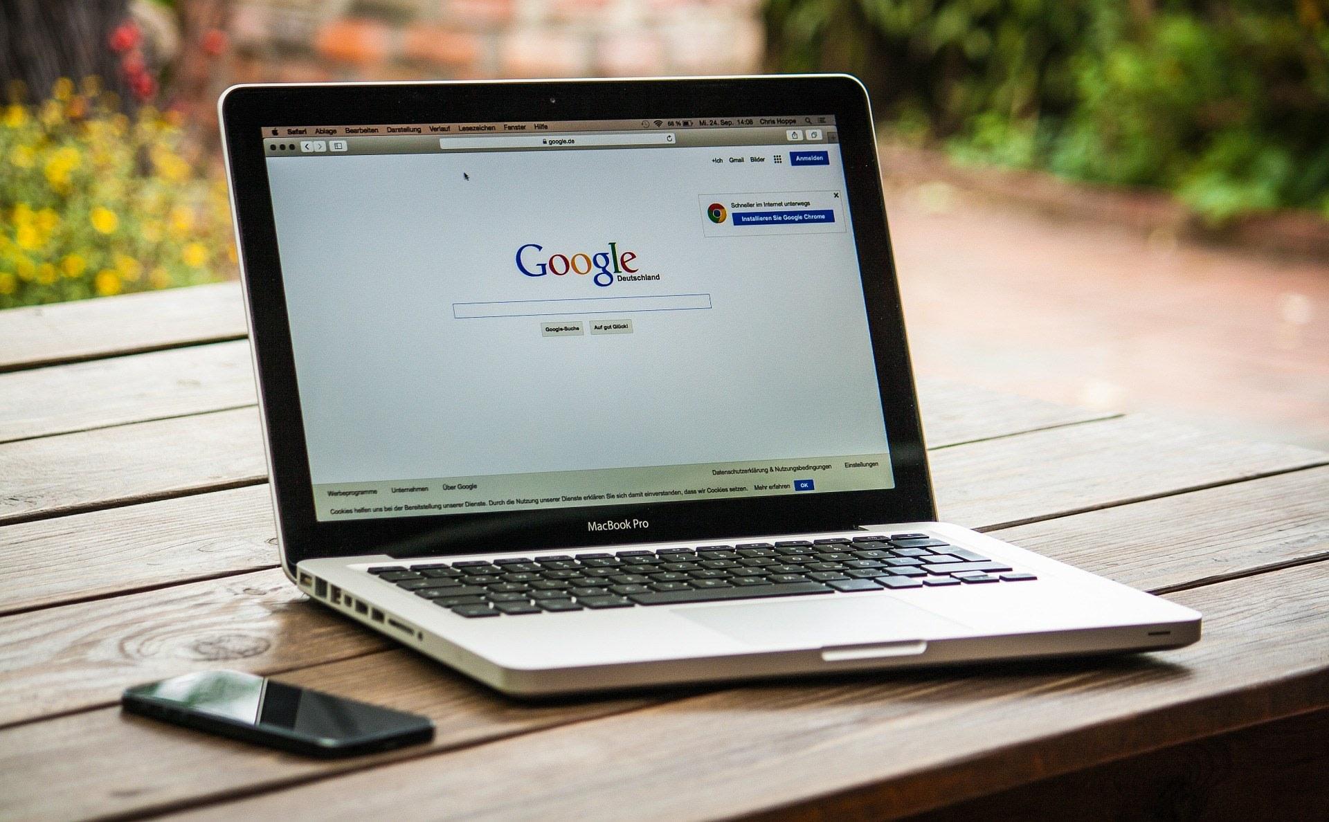 Titelbild Wie Verlinkungen und Ihr lokales Online-Marketing ankurbeln Laptop MAcBook Pro