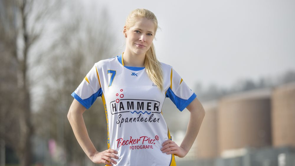 Sponsoring Spanndeckenstudio Hammer für Handball junge Blondine 1