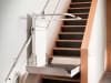 Plattformlift unten an einer Treppe