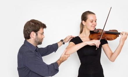 Desarrollando una manera natural y relajada de tocar el violín.