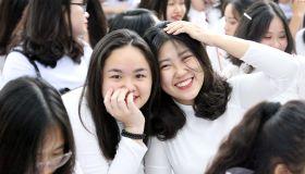 https://vnn-imgs-f.vgcloud.vn/2019/05/22/14/hoc-sinh-phan-dinh-phung-trong-ngay-chia-tay-tuoi-hoc-tro.jpg