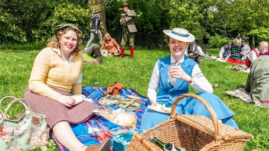 How to Go on a Real English Picnic