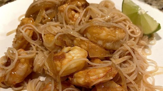 Spicy Sriracha Shrimp with Rice Noodles
