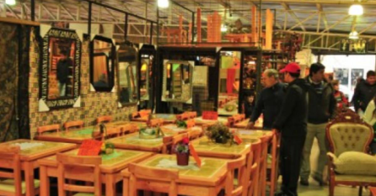 Qu fue de los desalojados del mall del mueble en el for Bar de madera persa bio bio