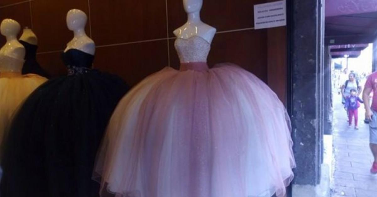 fe70e5412 Dónde comprar vestidos de XV y bodas aquí