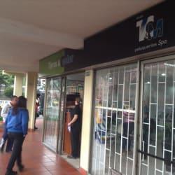 Tijeras y Color Calle 24 en Bogotá