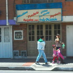 Miscelánea Papelería Piñatería Carrera 102A en Bogotá