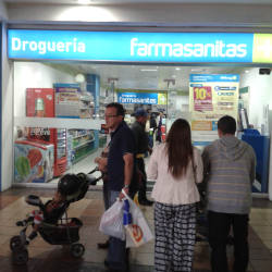 Droguería Farmasanitas Plaza de las Américas en Bogotá