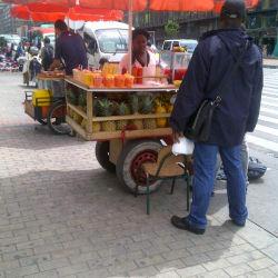 Carrito de fruta Carrera 10 con Calle 14 en Bogotá