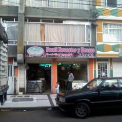 Fruti Broaster y Brasas Carrera 52 en Bogotá