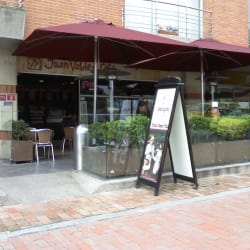 Juan Valdez Café Autopista con 125 en Bogotá