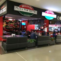 Deluchi Pizza por Metro Outlet La Floresta en Bogotá