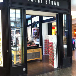 Bobbi Brown - Mall Alto Las Condes en Santiago